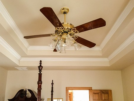ceiling fans to enhancehating in the house