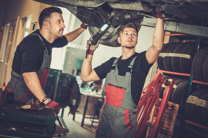 How to become an automotive mechanic?