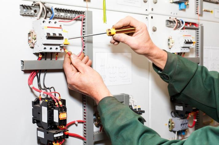 Why Do You Need Services of Commercial Electricians in Your Home?